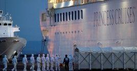 El crucero Diamond Princess, en cuarentena por coronavirus, en el puerto de Yokohama.