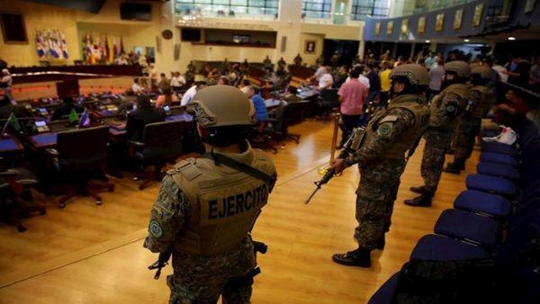 El Congreso Nacional fue militarizado a petición del presidente Nayib Bukele.