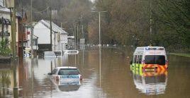 El Instituto Meteorológico británico (MET), decretó para el sur de Gales el nivel más elevado de peligrosidad y alertan que hay riesgo de muerte por las condiciones climáticas.