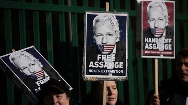 La defensa de Assange se quejó en reiteradas ocasiones por el tratamiento que recibió el periodista australiano en el Tribunal de Woolwich.