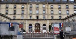 Una vista del Hospital Tenon de París, donde tres miembros del personal han dado positivo al nuevo coronavirus.
