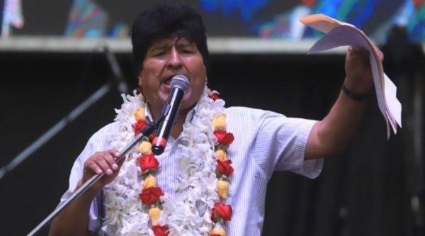 Evo Morales agradeció el apoyo del presidente de Argentina, país donde el exmandatario de Bolivia está asilado.