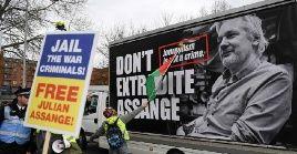 Julian Assange sufre una auténtica intimidación, precisó la portavoz de la Cancillería rusa.