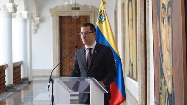 """Arreaza enfatizó que """"laprofunda frustración de la Casa Blanca"""" viene dada porla paz que se mantiene en Venezuela, pese a los intentos de golpe de Estado."""