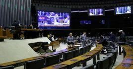 El pleno de la Cámara se realizó de forma virtual y presencial con un mínimo de parlamentarios dentro del recinto.