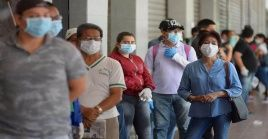 Habitantes de Guayaquil han denunciado que el sistema público de salud no es suficiente para atender la situación en la ciudad.