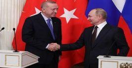 Durante el encuentro telefónico, se prestó especial atención a la repatriación de los ciudadanos rusos, varados en Turquía