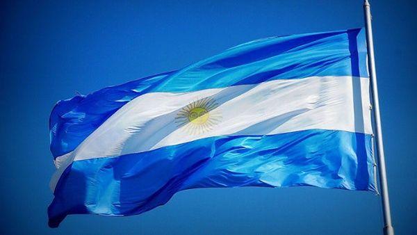 Distintas personalidades de sectores argentinos apoyan con firma el documento que condena el bloqueo contra Cuba y Venezuela.