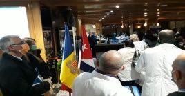 Los médicos cubanos que arribaron a Andorra fueron recibidos por los habitantes, entonando con entusiasmo su himno nacional.
