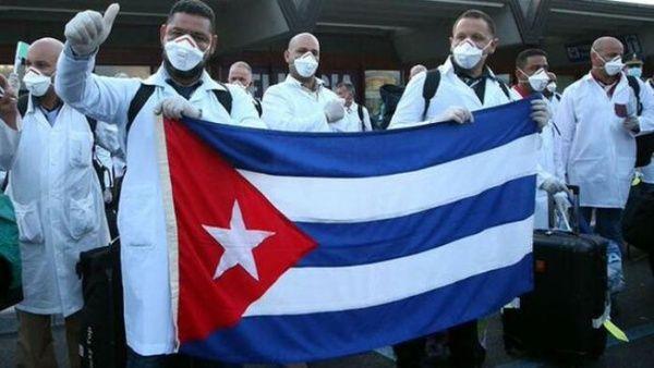 La brigada médica cubana está enfrentando al Covid-19 prestando atención a pacientes contagiados en Surinam.