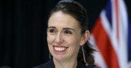 La primera ministra de Nueva Zelanda se ha ganado el reconocimiento internacional por su manejo de la pandemia.