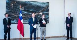 El canciller explicó que la ayuda financiera será para aquellos chilenos que demuestren que no tienen los recursos suficientes para pagar el pasaje de regreso.