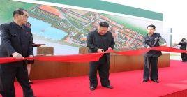 Con esta aparición pública, el líder de Corea del Norte desestima las informaciones difundidas días atrás sobre su estado de salud.