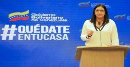 Mientras el país sufre un bloqueo criminal terrible, se está tratando de enfrentar al virus en las circunstancias más difíciles, aseguró la vicepresidenta de Venezuela.