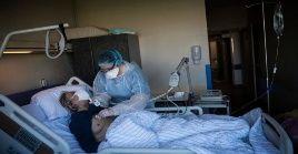 Unas 1.998 personas positivas a la Covid-19 son atendidas en salas de cuidado intensivo en Francia.