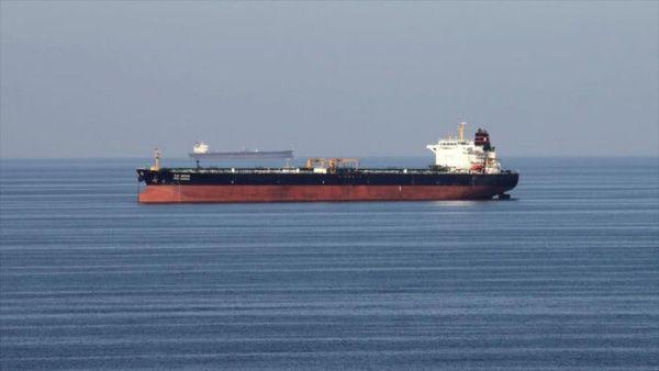 El primer buquellega después de cargar gasolina en el puerto iraní de Bandar Abás el mes de marzo.