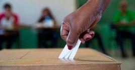 En caso de concretarse la victoria electoral, la oposición tendrá la oportunidad desde el Parlamento eligirnuevo presidente, reemplazando al actual jefe de Estado,Dési Bouterse.