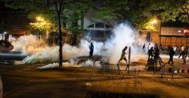 Durante la jornada se registraron enfrentamientos entre la policía y los manifestantes, quienes reclaman que se haga justicia en el caso de George Floyd.