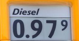 A las naciones se le imponen diferentes impuestos, que dan como resultado que los precios de la gasolina sean diferentes.