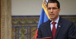 Arreza indicó que Libre Abordo mantenía un intercambio un convenio con el Gobierno venezolano de recibir petróleo a cambio de alimentos e insumos humanitarios.