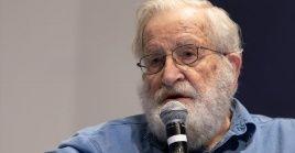 Chomsky considera que Trump desmanteló la estructura científica del poder ejecutivo, incluso los preparativos para dar una respuesta pandémica.