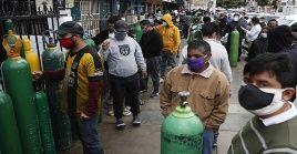 La pandemia del coronavirus ha llevado a Perú a enfrentar la carencia de oxígeno para el tratamiento de los pacientes hospitalizados.