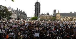 Londres vivió protestas violentas y que desobedecieron el distanciamiento social por la Covid-19.