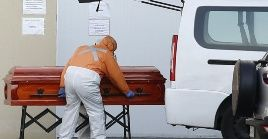La OMS explica que entre los fallecidos por la Covid-19 se deben contabilizarlas personas con un cuadro compatible a la enfermedad.
