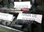 """Los presuntos """"vigilantes informales"""" portaban armas de fuego, armas blancas, radios, bastones, esposas, chalecos y botas de campaña."""