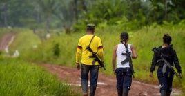 Grupos paramilitares impidieron y prohibieron que su cadáver se le hiciera el levantamiento por parte de las autoridades.