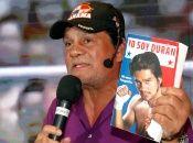 """En la imagen de archivo aparece el exboxeador panameño en la presentación de su autobiografía """"Yo soy Durán""""."""