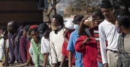 """Nkegasong: Una vacuna es """"la única solución que permitiría a los Estados miembros de la Unión Africana regresar a una economía totalmente funcional""""."""