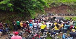 Militares retenidos por la comunidad del Catatumbo son entregados a la defensoría del pueblo Colombiana.
