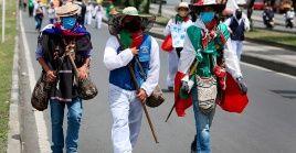 Indígenas y líderes sociales de Colombia realizan la Marcha por la Dignidad, que prevé llegar este jueves a Bogotá.