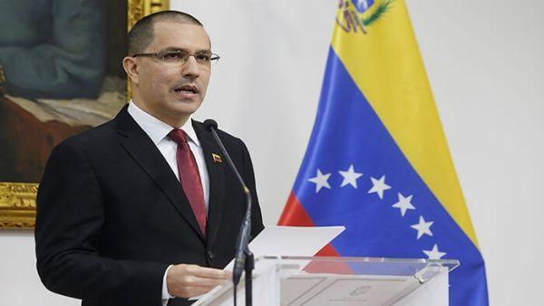 Arreaza denuncióque EE.UU. junto a sectores de la derecha venezolana esperan que la mayoría de los venezolanos cedan a sus presiones.