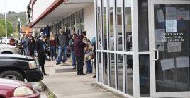 Debido a la pandemia, millones de estadounidenses han quedado sin empleos ante el cierre de pequeñas, medianas y grandes empresas.