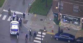 La policía indicóque se produjo un intercambio de disparos entre el grupo que asistía al funeral y otros sospechosos.