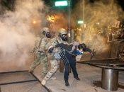 """Con el calificativo de """"anarquistas de ala izquierda"""", las autoridades estadounidenses justifican la represión violenta de las protestas."""