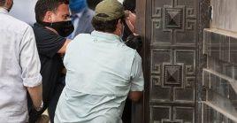 Agentes federales y de la justicia de Houston accedieron por la fuerza al consulado de la nación asiática.