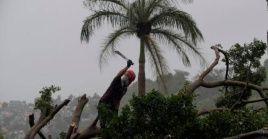Se reportan inundaciones, cortes del servicio eléctrico y árboles caídos en las islas del archipiélago bahamés.