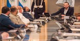 El mantario salvadoreño señaló que su Gobierno acatará el fallo judicial de la Sala Constitucional sobre el decreto de apertura económica.