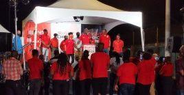 El primer ministro de Trinidad y Tobago, Keith Rowley, se dirige a sus partidarios tras las elecciones del lunes.