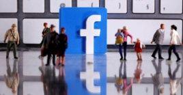 Facebook también eliminó unos 22.5 millones de mensajes con expresiones de odio en la red social.