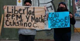 En Santiago de Chile hubo una manifestación el viernes en favor de los presos mapuche, misma que fue reprimida por Carabineros.