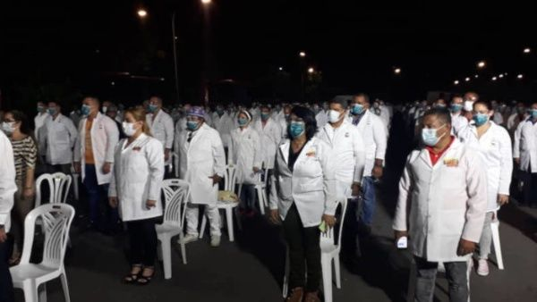 Llegan a Venezuela médicos cubanos para enfrentar coronavirus