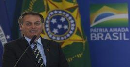 Unas horas más tarde Bolsonaro publicó a través de Facebook su encuentro con el público de la región en el que puede verse al presidente irrespetando las medidas de aislamiento social