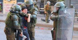 Los manifestantes fueron reprimidos por las fuerzas de seguridad con carros lanzaguas para su dispersión y poner fin a la manifestación.
