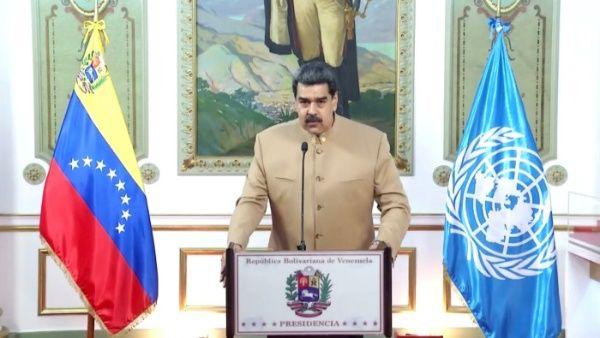 """El presidente venezolano Nicolás Maduro expresó que """"Si el mundo venció al fascismo hace 75 años, podrá vencer a las ideas imperialistas y neofascistas de la actualidad""""."""