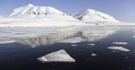 El hielo en la región del Ártico resulta clave en la regulación del clima en la Tierra.