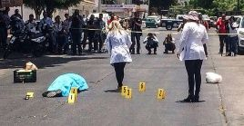 rma de fEl 15 de mayo de 2017 en Culiacán, Valdez fue asesinado con 12 disparos de auego al salir de las oficinas del semanario, Río Doce.